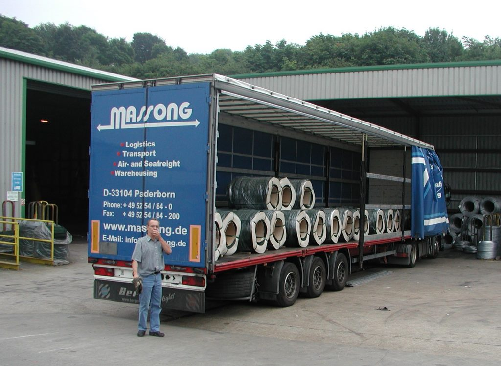 Unloading a lorry safely